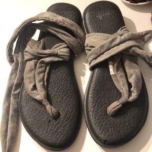 Sandals that wrap up your leg